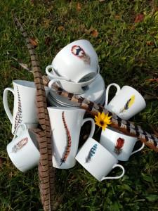 Mug XXL Plumes de Faisande colchide et faisan Vénéré   Mug Plumes de loriot, Chouette Effraie et faisan Paire tasse thé :Plaid gris et rouge sur sous-tasse et plumes sur tasse